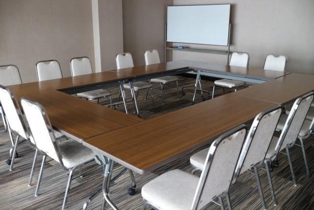 口の字型会議室